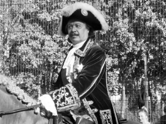 Актер, пародист Театра исторических миниатюр Андрей Булгаков умер после заражения коронавирусной инфекцией на 64-м году жизни, об этом в социальной сети «ВКонтакте» сообщила его супруга Виктория Булгакова