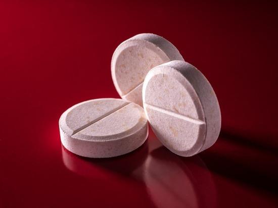 Ученые выявили связь между употреблением витаминов В6 и В12 и повышением риска возникновения рака легких, сообщает издание Daily Express