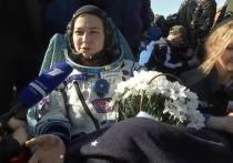Ходить с поддержкой несколько дней, возможно, придется актрисе Юлии Пересильд и режиссеру Климу Шипенко, вернувшимся в воскресенье, 17 октября, из космического путешествия на корабле «Союз МС-18»