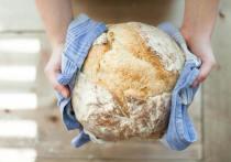 Привычки все есть с хлебом и запивать еду являются самыми плохими пищевыми особенностями россиян, пишет «Русская семерка»