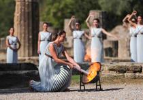 В Древней Олимпии зажгли огонь зимних Игр 2022 года в Пекине