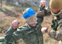 В Сети появилось видео захвата представителя Совместного центра по контролю и координации (СЦКК) в зоне конфликта на Донбассе, где хорошо видно, что операцию проводили не рядовые военнослужащие «незалежной», а хорошо подготовленные бойцы спецподразделения