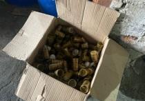 Торговцы паленой водкой в Екатеринбурге сдали канистры в пункт вторсырья