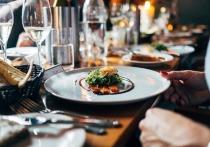 Полезный ужин должен состоять из продуктов растительного происхождения, поскольку они благотворно влияют на микрофлору пищеварительной системы
