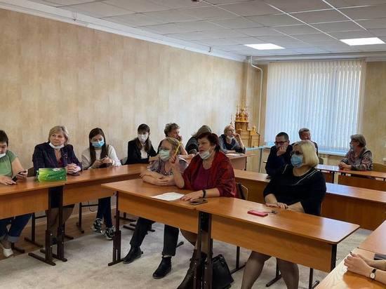 Губернатор Забайкальского края Александр Осипов во время встречи с учителями школы в Новой Чаре заявил, что уровень жизни в селах должен соответствовать требованиям «самого развитого города»