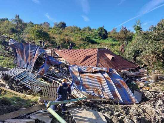 В середине октября жителям села Сергей-Поле Лазаревского района Сочи, пострадавшим от оползня начали предоставлять компенсации