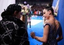 16-летняя Лала Крамаренко прямо сейчас — будущее художественной гимнастики России. Она уже без проблем добывает медали на международной арене, и даже обыгрывает сестер Авериных, которых, скорее всего, и заменит на будущей летней Олимпиаде. «МК-Спорт» расскажет о новой звезде в российской художественной гимнастике.