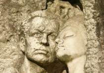 Среди питерских легенд особое место занимает мистическая история о памятнике, установленном на старинном кладбище