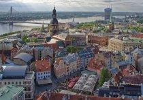 Власти Латвии решили ввести полный локдаун по всей республике из-за распространения коронавируса - страна по темпам заболеваемости вышла на первое место во всем мире