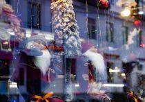 Настроение или корысть: что толкает бизнес украшать витрины Петербурга к Новому году сильно заранее