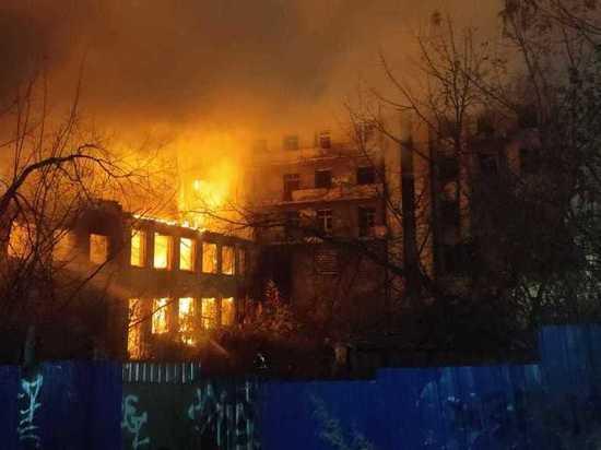 Сегодня в полчетвертого утра загорелся Дом чекиста в Нижнем Новгороде (ул
