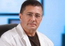 Врач и телеведущий Александр Мясников заявил о том, что анонсированные накануне нерабочая дни с 30 октября по 7 ноября не исправят ситуацию с заболеваемостью коронавирусом в стране
