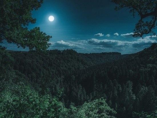 20 октября в случае подходящих погодных условий жители Земли смогут увидеть в ночном небе полную луну