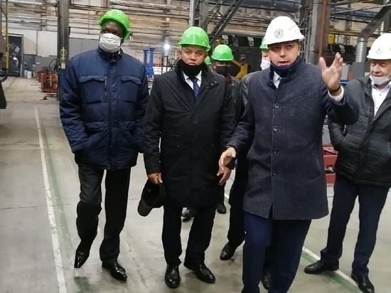 Находящийся с визитом в Брянске посол Уганды Джонсон Аагара Олва посетил Брянский машиностроительный завод