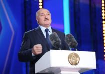 Лукашенко заявил, что будет прививаться от коронавируса только белорусской вакциной
