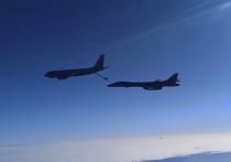 Два российских истребителя Су-30 были подняты для сопровождения американских стратегических бомбардировщиков, опасно приблизившихся к воздушным границам России в Крыму