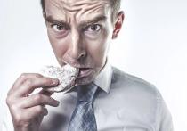 Американские диетологи рассказали, как бороться с приступами голода во время диеты, пишет Eat This, Not That!