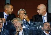 ФИФА, Джанни Инфантино и Арсен Венгер никак не угомонятся: идея проводить чемпионат мира раз в два года продолжает озвучиваться, обрастая все новыми и новыми «преимуществами». Но она же вот-вот приведет к глобальному расколу в футбольном мире. В среду, 20 октября, стало известно, что около 10 национальных федераций (европейских, разумеется) готовы сделать ход конем и выйти из состава ФИФА после того, как всем разослали презентацию проекта. «МК-Спорт» рассказывает, в чем конфликт и за кем правда.