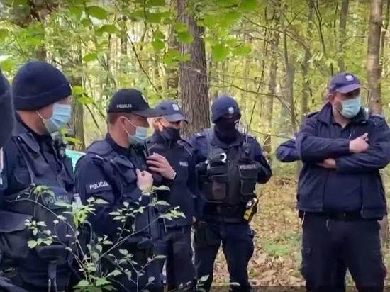 Группа нелегальных мигрантов попыталась прорваться на территорию Польши со стороны Белоруссии, в их отношении польские пограничники применили слезоточивый газ и физическую силу