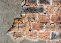 Государственная административно-техническая инспекция (ГАТИ) Петербурга жестко наказывает нерадивых собственников нежилых зданий.