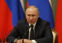 """Президент России Владимир Путин в ходе совещания с правительством по коронавирусу, рассказал, что у россиян не много вариантов в сложившейся ситуации - либо болеть, либо прививаться, сообщает телеканал """"Россия 24"""""""
