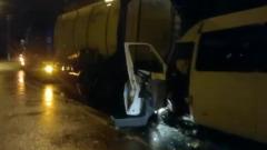 Во Владимирской области микроавтобус врезался в фуру