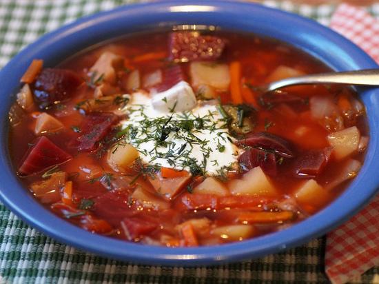 Супы должны быть полезными и питательными для организма человека, поэтому в них должны содержаться углеводы и белки, которые, в том числе, есть в мясе, картофеле и крупах