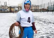 Девушка установила рекорд по метанию тынзяна на хорей в ЯНАО