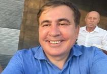 Саакашвили поприветствовал своих сторонников из окна тюрьмы