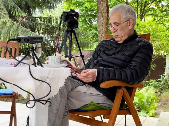 24 октября исполняется 75 лет писателю, юмористу, журналисту и телеведущему Льву Новоженову