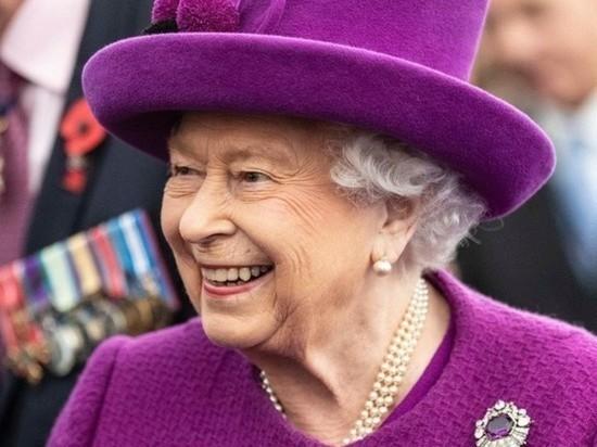 Королева Великобритании Елизавета II провела ночь в больнице