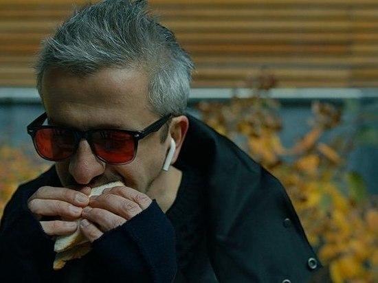 Режиссер Константин Богомолов, супруг телеведущей Ксении Собчак, решил открыть интеллектуальный элитный клуб