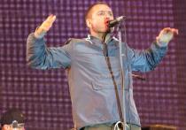 Бывший солист рок-группы «Ляпис Трубецкой» Сергей Михалок на концерте в Полтаве сначала повздорил со зрителем, а затем отправил его в нокаут ударом головы
