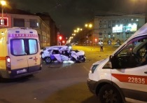 Каршеринг с пьяной компанией перевернулся на площади Калинина, водитель сбежал