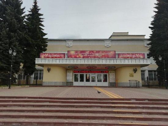 На съезде СТД, который открылся в субботу утром в Президент-отеле, не успел Александр Калягин сказать, что надоели театральные скандалы, тут же всплыл очередной