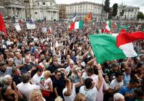 В Италии не утихают протестные акции против обязательного предъявления «зеленых пропусков» - электронных COVID-сертификатов для доступа на рабочее место