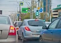 В Астрахани вновь образовалась пробка на Старом мосту
