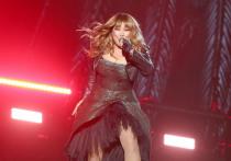 По словам певицы, ее коллега по сцене злоупотребляет комфортом