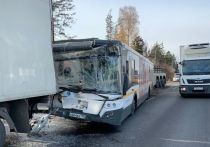 Четыре человека пострадали в ДТП с участием автобуса и четырех автомобилей на Ленинградском шоссе