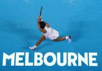 Теннисный обозреватель Бен Ротенберг выложил в Твиттере скан письма, отправленного игрокам WTA, в котором изложены требования для тех, кто будет участвовать в Открытом чемпионате Австралии в начале 2022 года. Они несколько отличаются от тех, которые ранее были озвучены. В частности, там сказано, что невакцинированные игроки смогут приехать в Мельбурн, но будут сидеть 14 дней на карантине. И это не понравилось многим, в первую очередь, жителям Австралии. «МК-Спорт» рассказывает подробности.