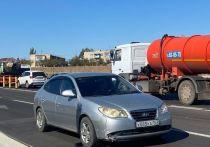 На окраинах Астрахани подсыпают грунтовые дороги