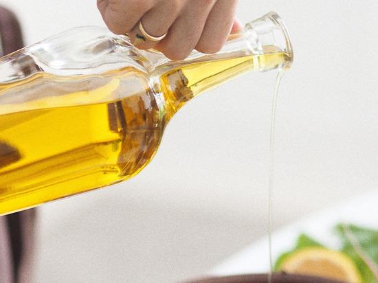 Это масло, которое используется для различных кулинарных и медицинских целей, получают из неочищенных семян тыквы