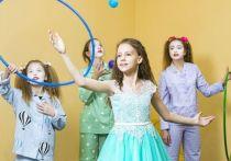 Омский НПЗ передал новое оборудование в детскую школу искусств