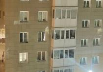 Опасные игры детей на подоконнике 6 этажа беспокоят жителей Ноябрьска