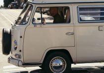 Депутаты решили одарить многодетные семьи Ленобласти автомобилями