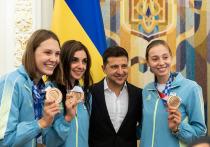 Украинский Национальный антидопинговый центр (НАДЦ) заранее уведомлял спортсменов о неожиданных внесоревновательных тестах в 2012 году, что противоречит кодексу WADA. У украинских спортсменов могут возникнуть проблемы на международных турнирах, но пока во Всемирном антидопинговом агентстве не спешат с санкциями.