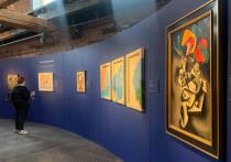 Несмотря на надвигающийся «мягкий локдаун», в Музее архитектуры имени Щусева открылась предаукционная выставка Sotheby's, где представлены лучшие вещи грядущих русских торгов в Лондоне