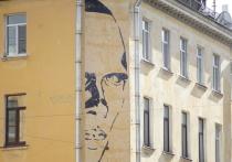 «Выкупить со штукатуркой»: петербуржцы ищут последний шанс спасти граффити Хармса