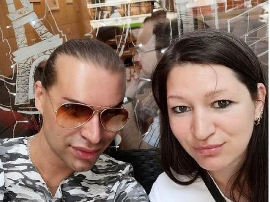 Эпатажный шоумен Гоген Солнцев спустя месяц после развода с супругой Екатериной Терешкович женился на ее дочери Полине