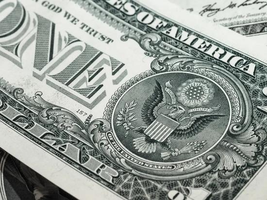 В данный момент лучше продавать доллары США и обменивать вырученные с этого деньги на золото